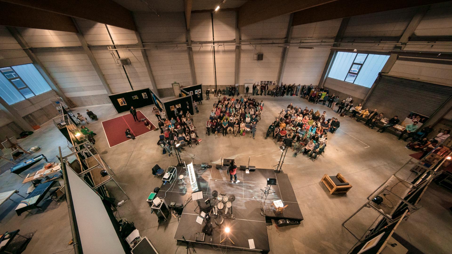 Blick auf die Teilnehmer des Kunstforums