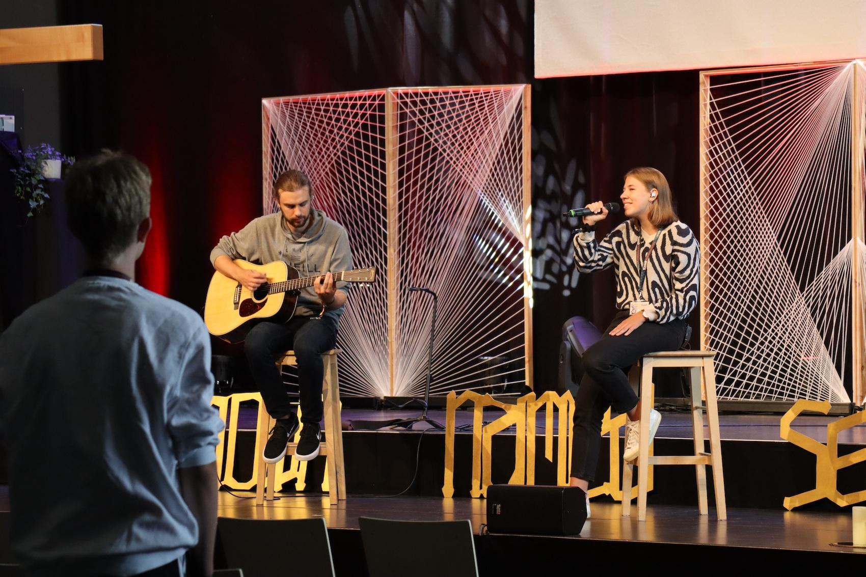 Die Anbetungszeit fand zuerst online statt und wurde dann live, hier in Braunschweig, fortgeführt