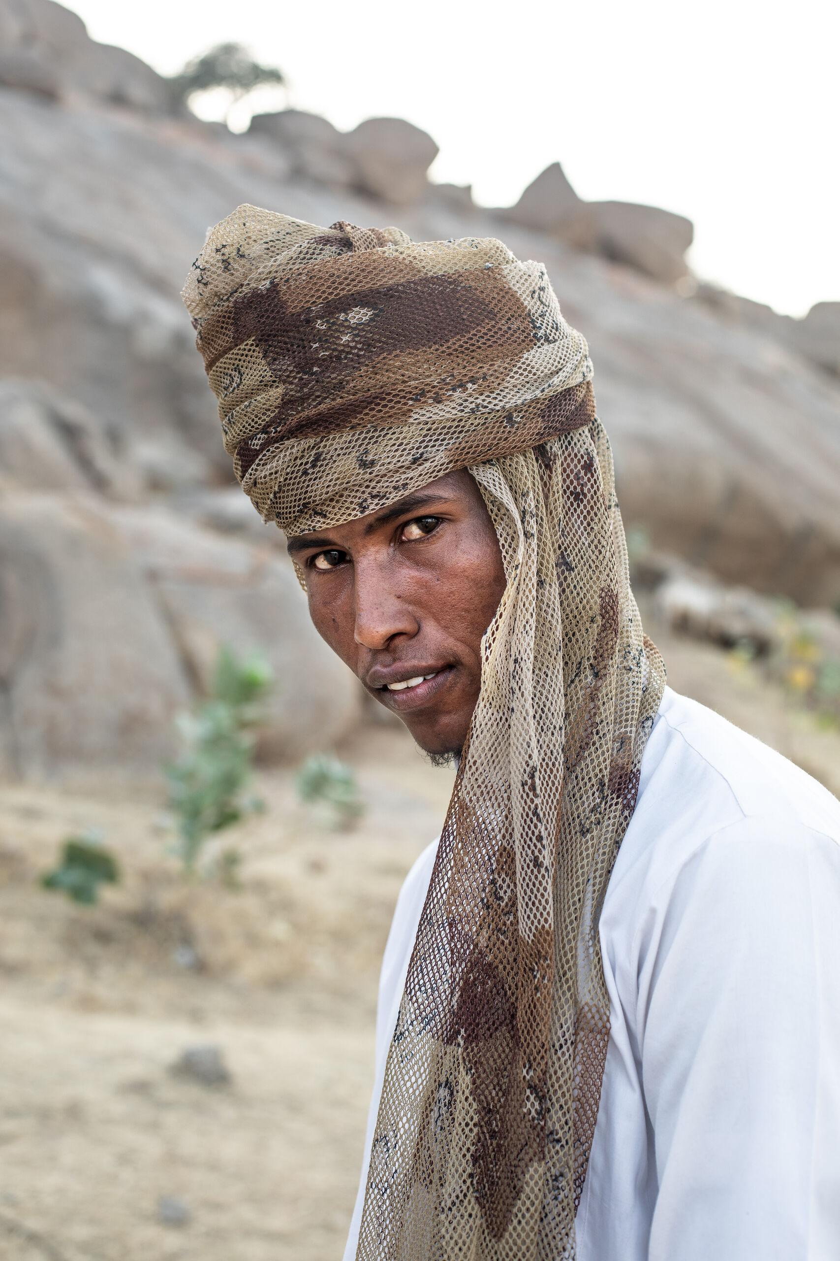 Mann in der Sahelzone