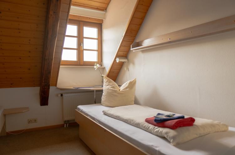Blick in ein Gästezimmer in der OM-Deetken-Mühle