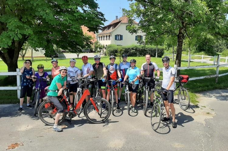 Gruppenbild der Teilnehmer des Ride&Shine-Fahrradeinsatzes