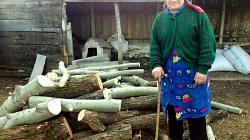 Maria receives firewood