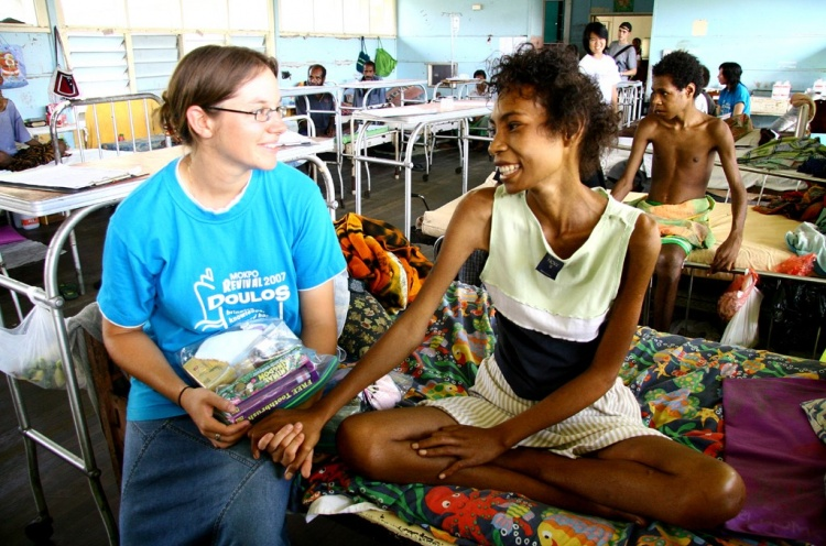 Sandrine Ray (CH) sharing the love of Jesus with one young woman with leukaemia. - Lae, PNG - 25 Jan 2008 - Ester Caruso