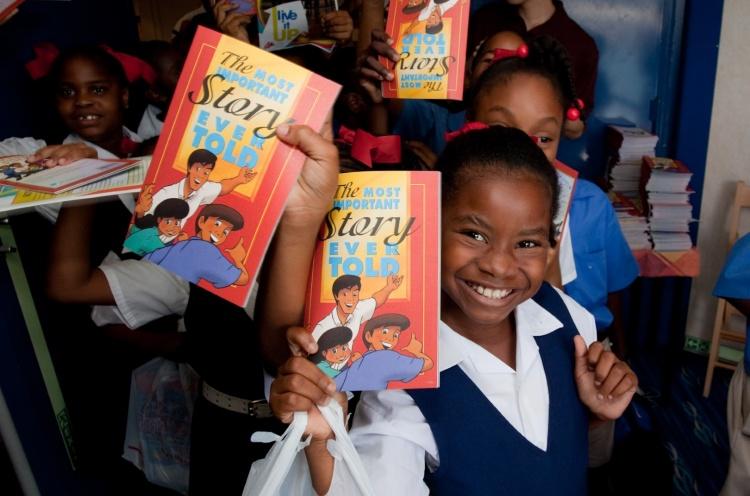 School kids show off their MISET books. - Scarborough, Tobago - 11 Sep 2009 - Thomas Brouwer