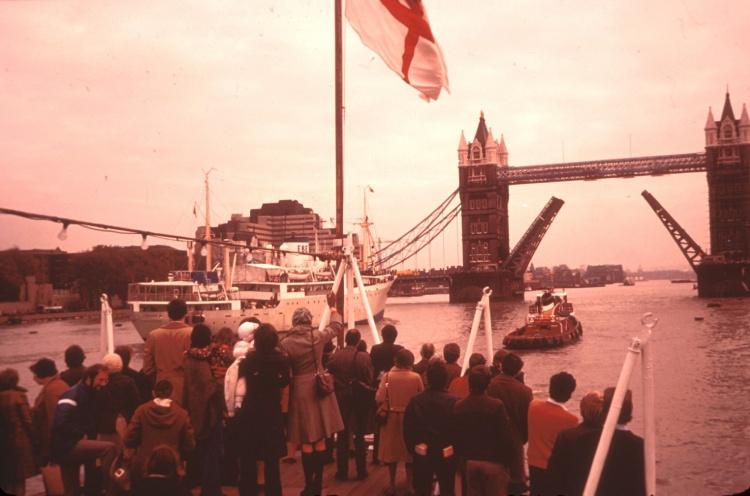 Logos leaving London under Tower Bridge - London, England, UK - 22 Nov 1976 - Staff Photographer